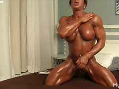 MuscleFoxx and Her Big Clit