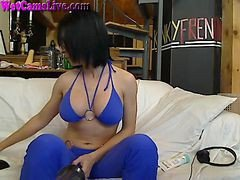 Hot Milf Gives Great Deepthroat On Cam